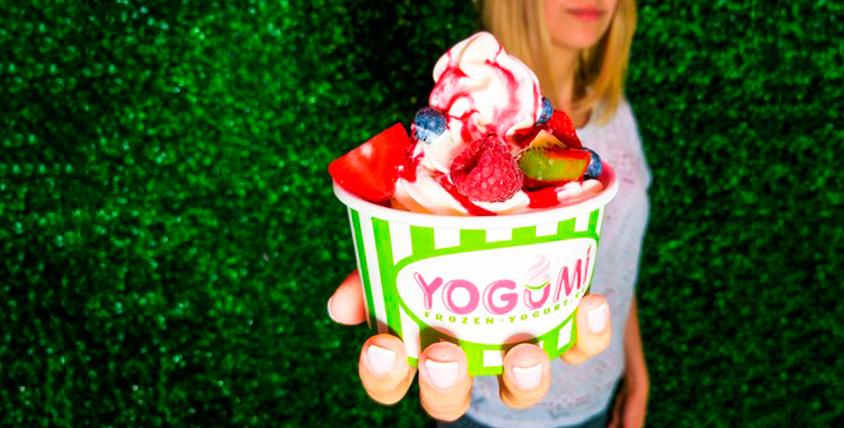 Натуральный замороженный йогурт с разнообразными начинками, аппетитное парфе и молочные коктейли от компании Yogumi