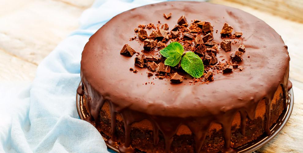 Торты, пирожное имаффины вкафе-кондитерской Mon-Cher