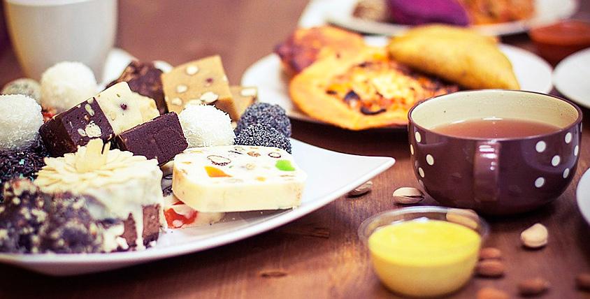 Разнообразие закусок, напитков и десертов, уютная обстановка и ароматный дым ждут вас в SK Smoking club