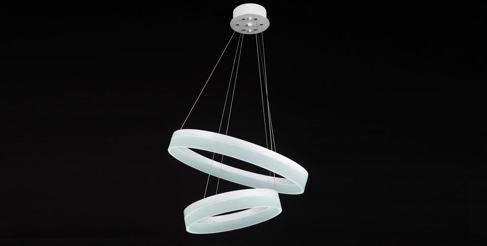 Ассортимент люстр и светильников в торговом доме «Ладья»