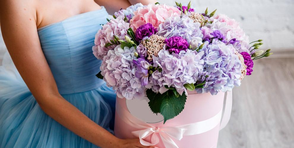 Разнообразные цветы, композиции ишляпные коробки отмагазина «Татьяна»