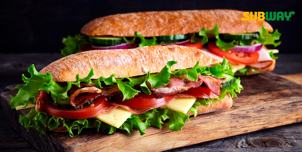 Разнообразные сэндвичи исалаты отсети ресторанов SUBWAY