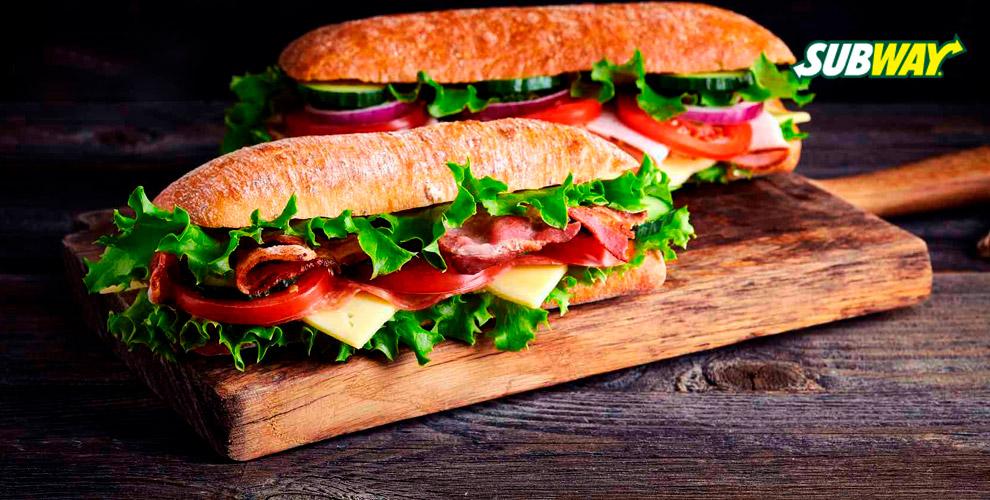 Сэндвич игазированный напиток всети ресторанов быстрого обслуживания Subway