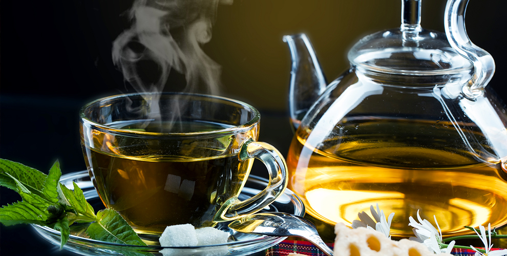 Чайная церемония в маленькой чайной от клуба «Ча Жень»