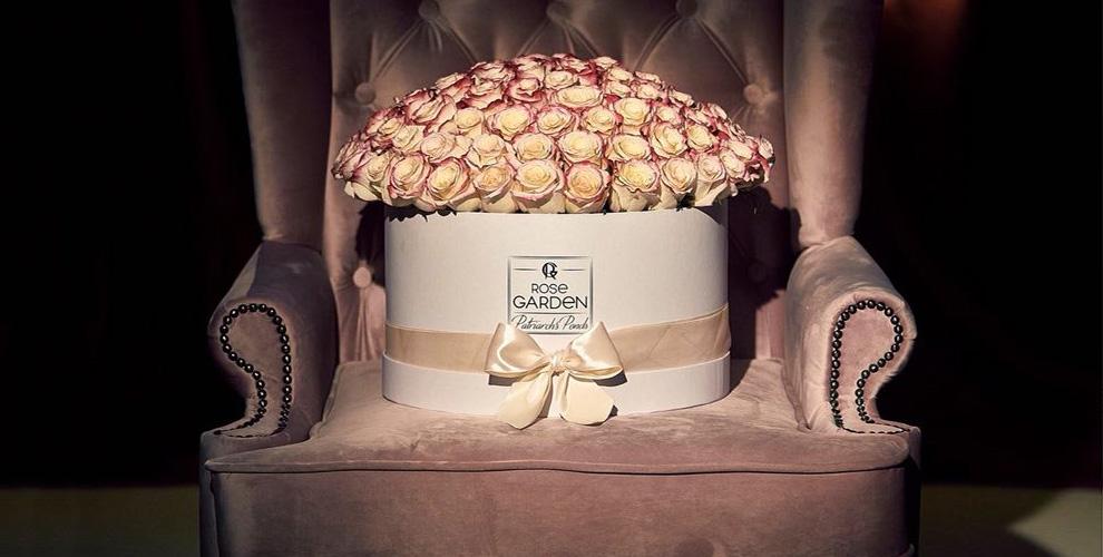 Букеты из роз и цветы в шляпных коробках от компании Rozantin