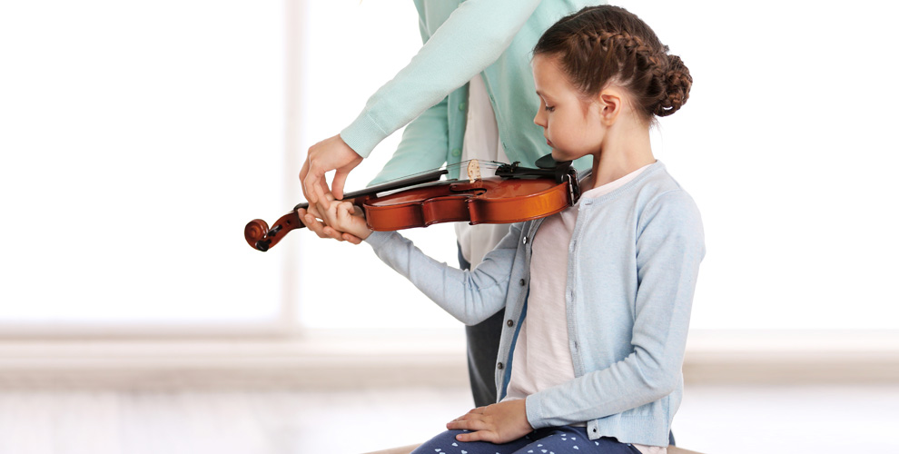 Обучение игре на скрипке, гитаре, фортепиано и не только в школе «Виртуозы»