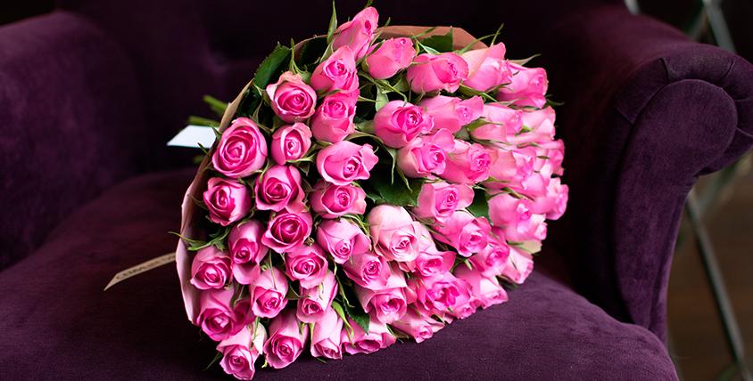 """Шикарные букеты из роз, изящные лизиантусы, а также сертификат в ресторан на выбор в подарок от салона цветов """"Семицветик"""""""
