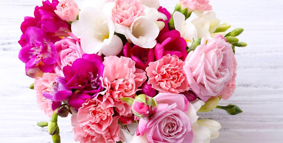 Букеты из хризантем, роз, тюльпанов, лилий и не только от цветочной компании Freedom