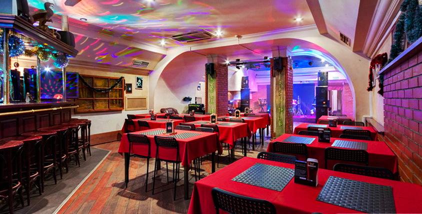 Тигровые креветки с лососевым пюре, кесадилья с грибами, напитки и другие блюда в ирландском пабе Doolin House на Арбате