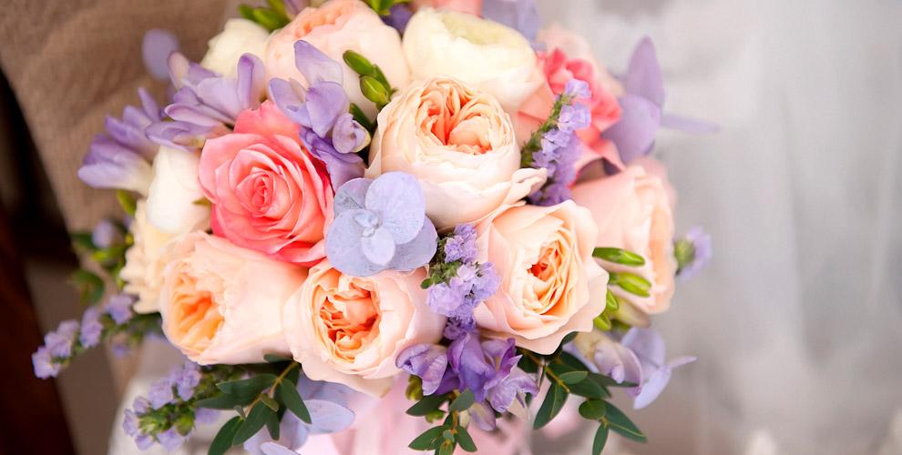 Розы, хризантемы, альстромерии, лилии ибукеты встудии «FLOмастер»