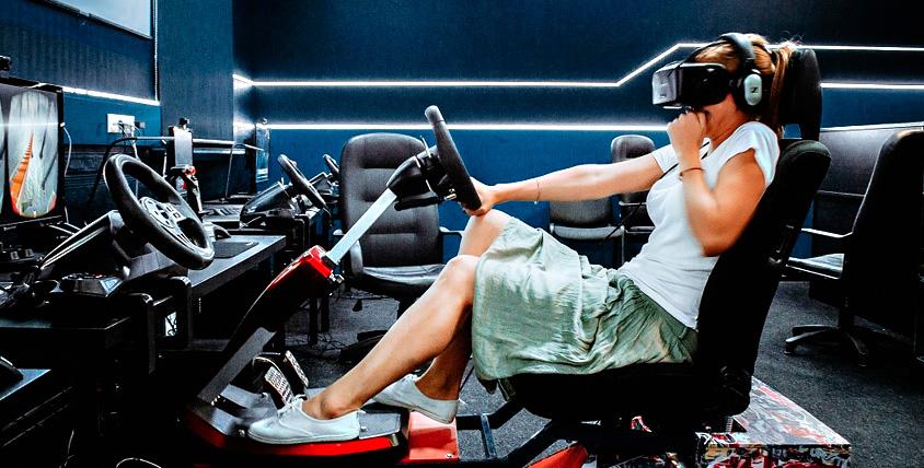Игры в шлеме виртуальной реальности в компании Virtuality Club