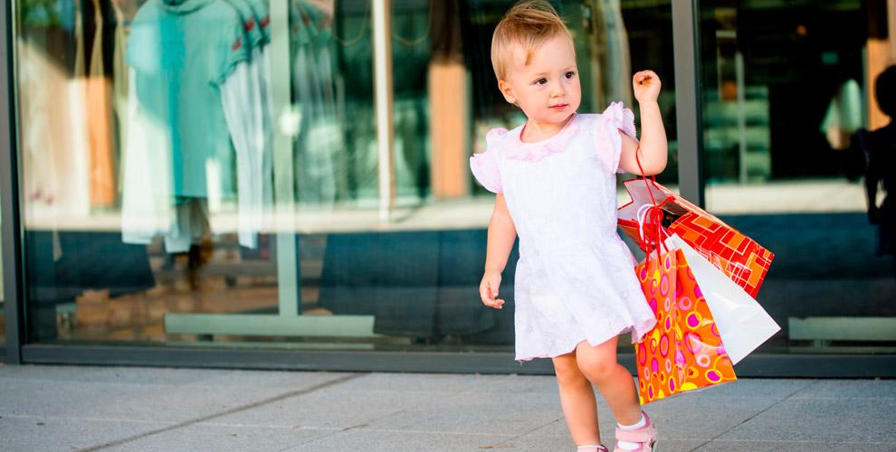 Ассортимент одежды, обуви,головных уборов, подгузников вмагазине «Островок детства»