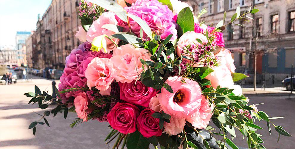 """Букеты из роз, пионов, тюльпанов и анемонов в салоне цветов """"Семицветик"""""""