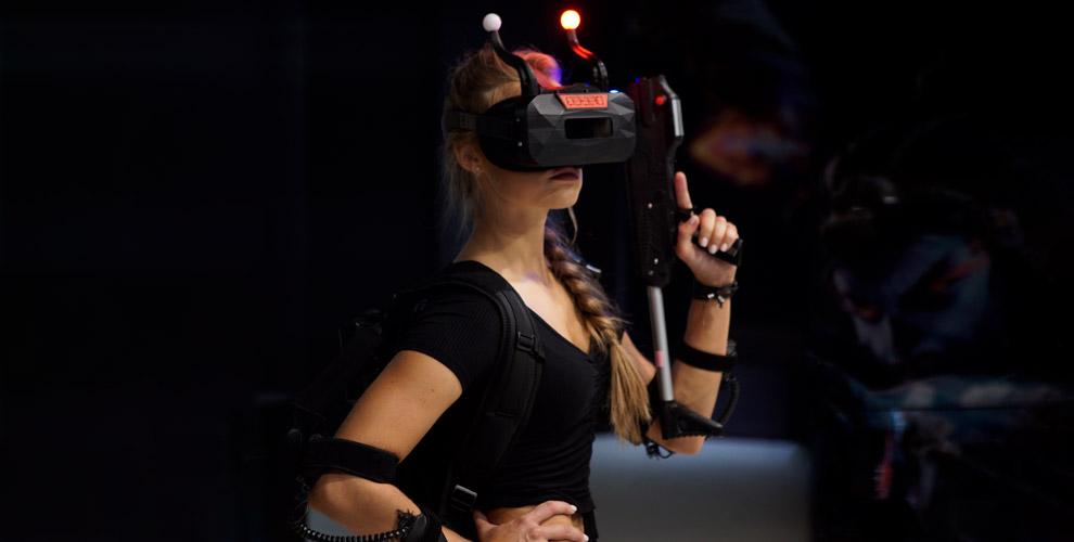 Игра навиртуальной арене вкомпании VR-RING