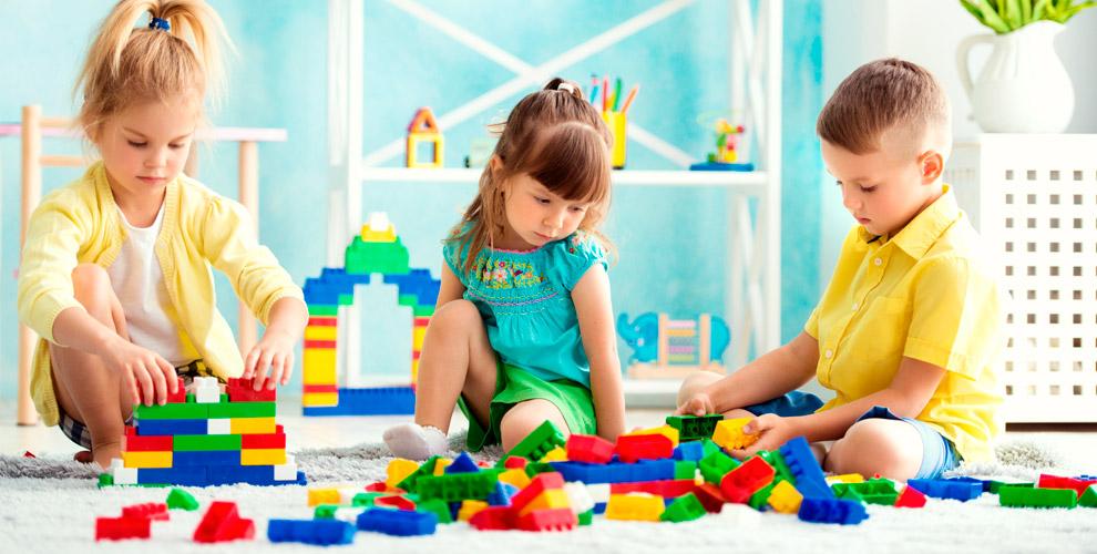 Посещение игрового пространства, проведение днярождения вкомнате «Лего клуб»