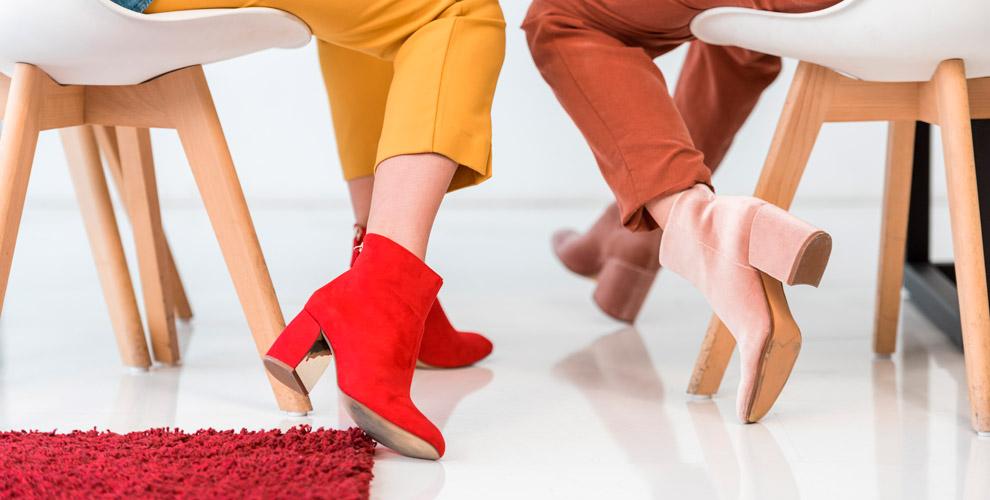 Ассортимент сумок, женской имужской обуви итальянских брендов вбутике M&X