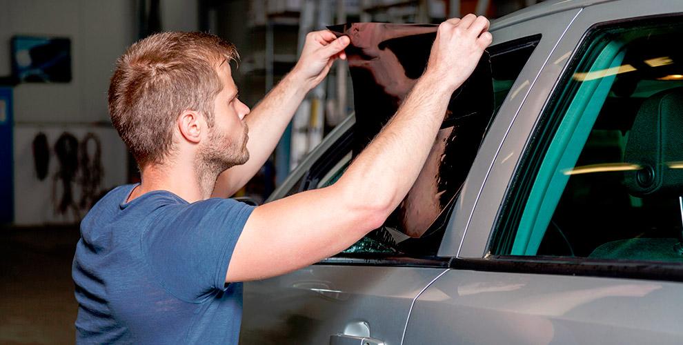 Тонировка стекол автомобиля в компании Black Ton