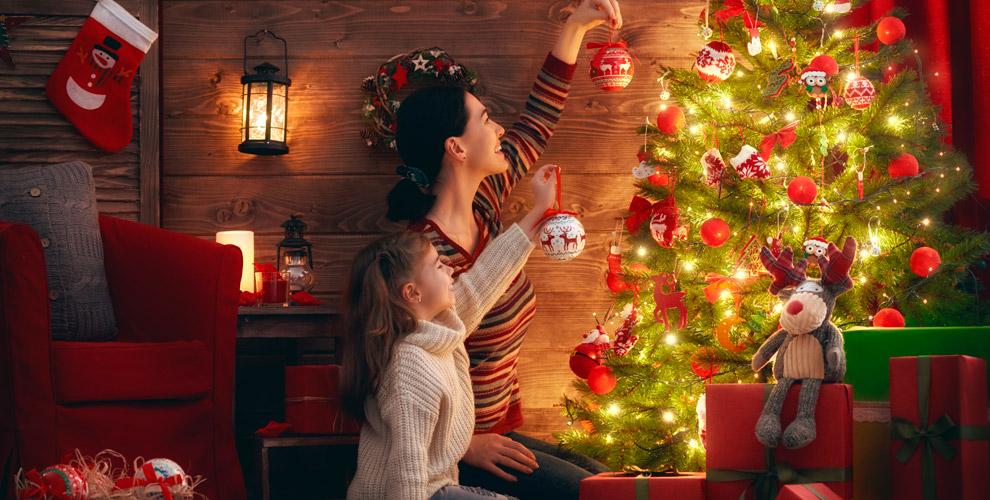 Искусственные ёлки сшишками исветящимися диодами откомпании «Новогодние ёлки»