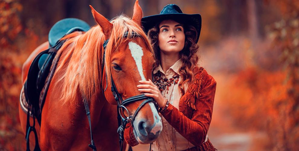 Катание верхом на лошади по лесу в КСК «Казачий»