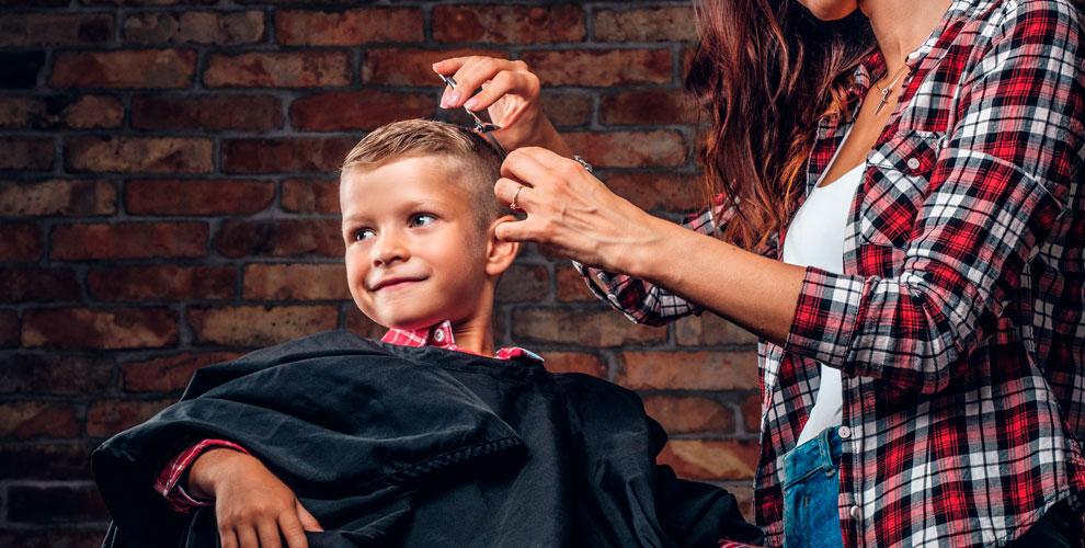 Стрижки, создание прически и маникюр в детской парикмахерской Little Bro