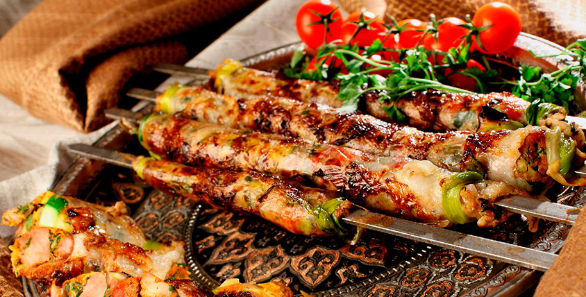 """Живая музыка, блюда арабской и европейской кухни, а также проведение банкета для компании до 60 человек  в кафе """"Дамаск"""""""