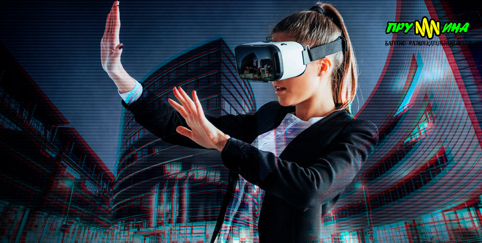 Игры в шлеме виртуальной реальности и аэрохоккей в батутном центре «Пружина»