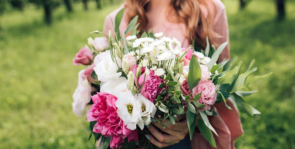 Пионы, лилии, герберы, BOBO-шар, «Мишка из роз» от салона цветов «Лилия»