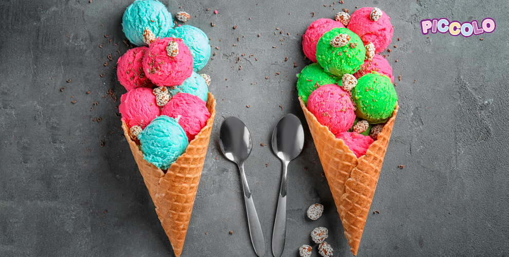 Клубничное, шоколадное ифисташковое мороженое откафе Piccolo «МЕГА Самара»