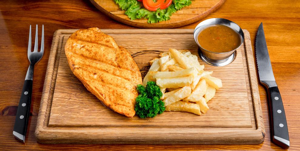 Блюда из мяса, ароматные супы и напитки в лаунж-кафе Mahrasa №1