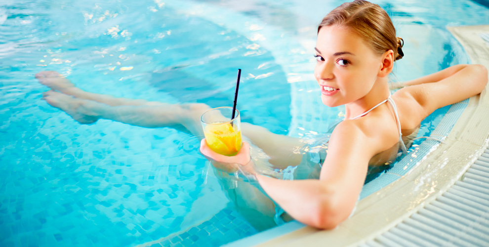 Развлекательно-оздоровительный центр «АкваХаус»: бассейн с гейзерами, сауна, бильярд