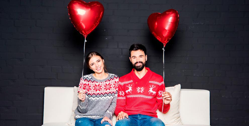 Ассортимент свитеров с оленями для него и для нее