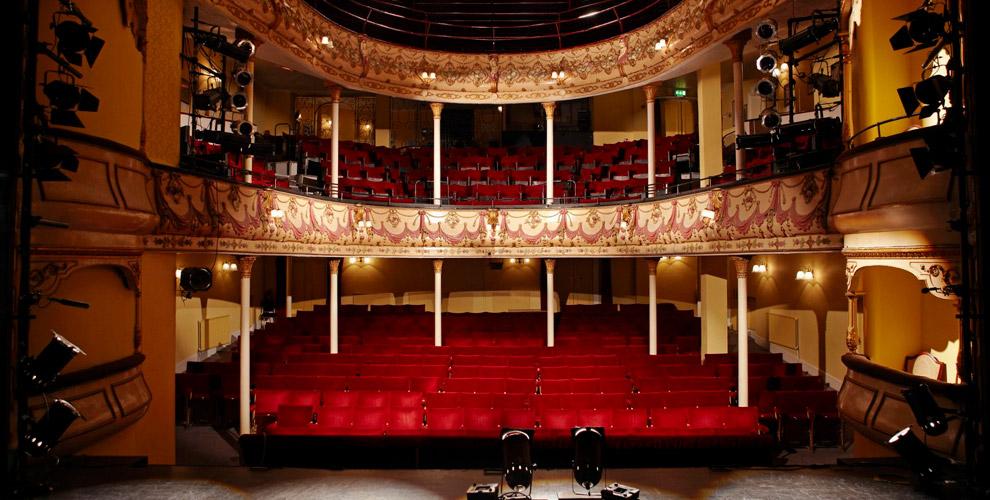 «Театральный особняк» приглашает на спектакли в марте