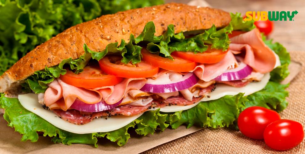Разнообразные сэндвичи и салаты в сети ресторанов SUBWAY