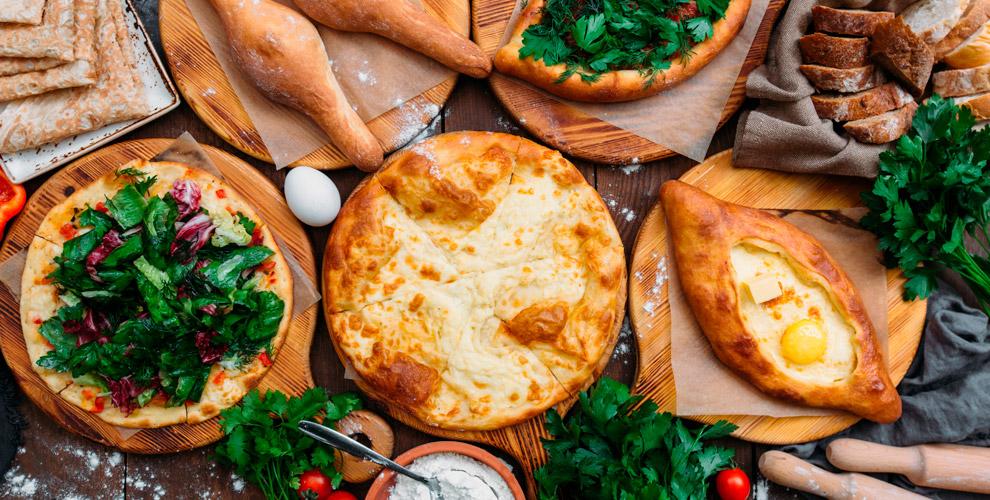 Хачапури, блюда на мангале, хинкали  в кафе грузинской кухни «Иверия»