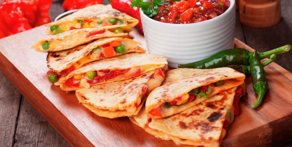 Такерия Ancho Tacos: тако с курицей, кесадилья, начос исуп
