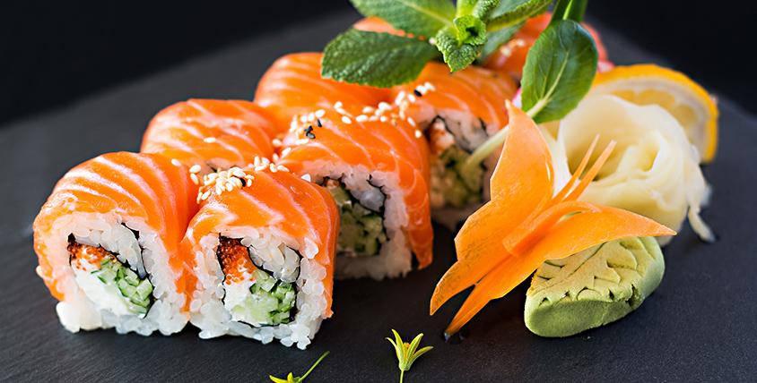 Все меню японской кухни и напитки за полцены от службы доставки Sushi Point