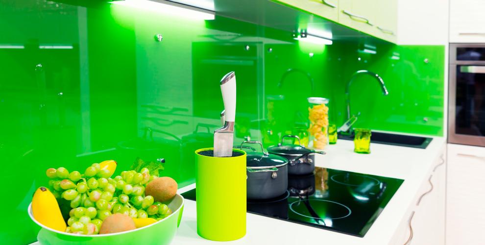 Кухонные фартуки иззакалённого стекла откомпании «Блеск»