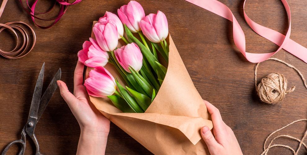 Пионы, розы, лилии,ирисы ибукеты вкруглосуточной мастерской «Цветочная династия»