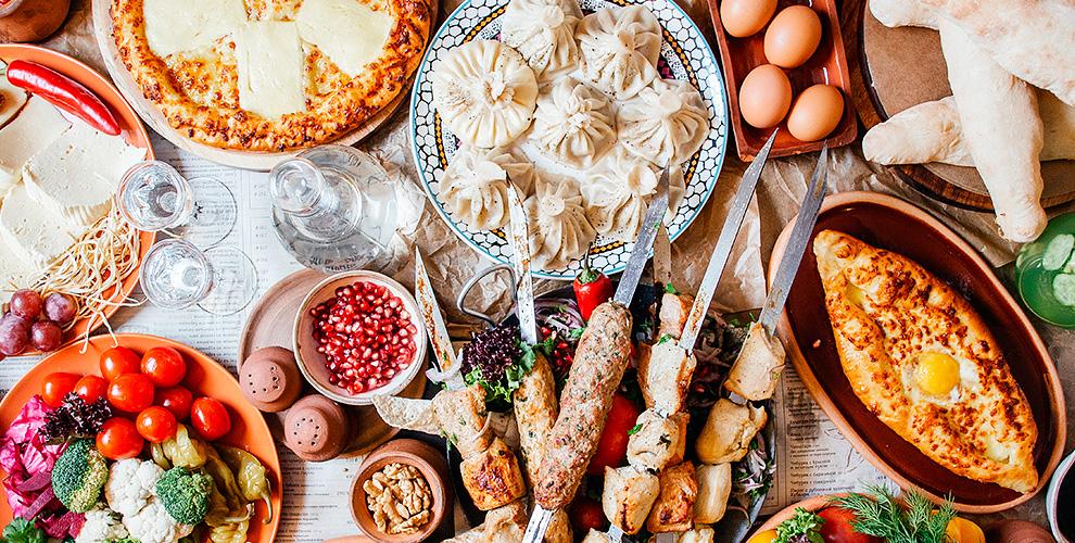 Меню в ресторане восточной и грузинской кухни Basil