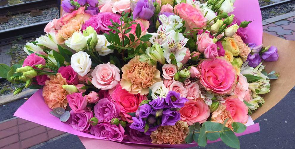 """Розы, герберы, фрезии и композиции из живых цветов в салоне """"Бажена"""""""