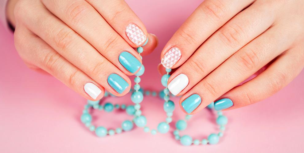 Маникюр и педикюр с покрытием ногтей гель-лаком в салоне красоты Kari Martin