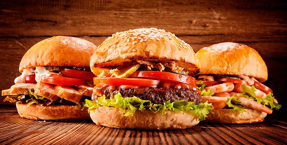 Черный бар на Красном переулке TheLoft: бургеры, салаты, сэндвичи и напитки