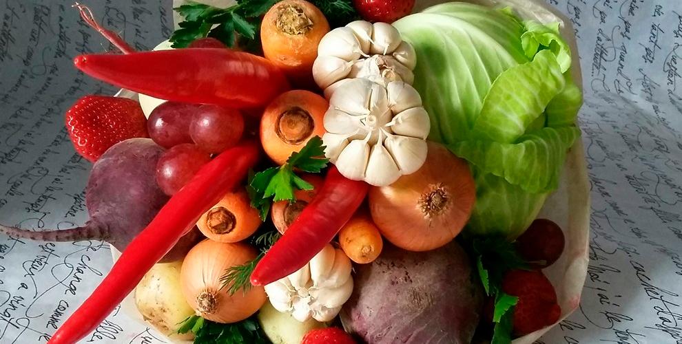 Букеты из овощей и фруктов на выбор от службы доставки цветов Kaktus-Flo