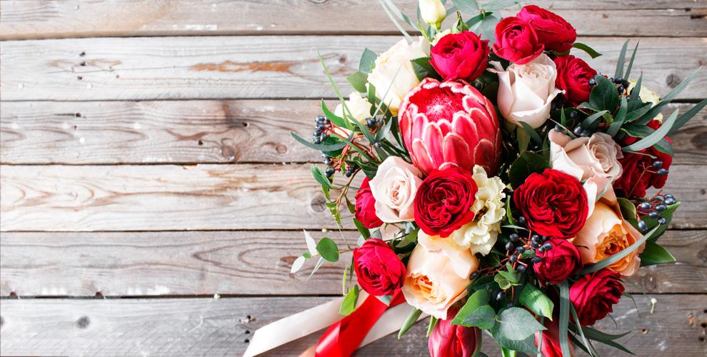 Букеты изсиних, голландских, кустовых розоткомпании Flowers Empire