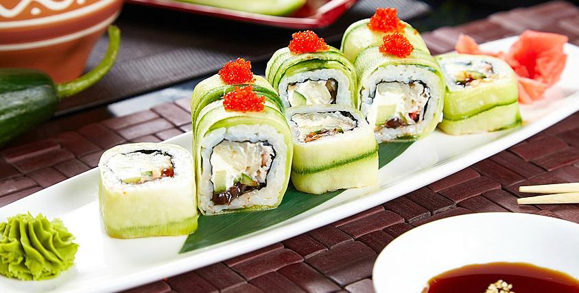 Все меню роллов, суши, ароматной пиццы и других блюд, приготовленных умелыми руками мастеров, от службы доставки Sushi Town