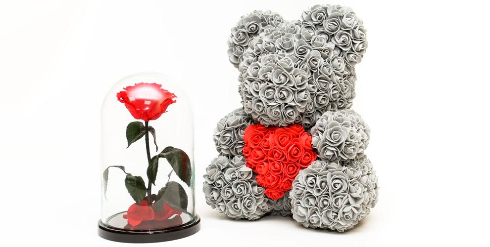 Стабилизированная роза в колбе и «Мишка из роз» от компании Forever Rose