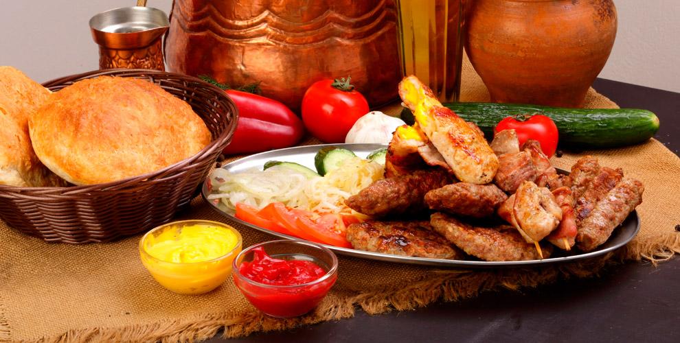 Бургеры, гриль сетыикартофель фривкафе сербской кухни «Чевапчичная»
