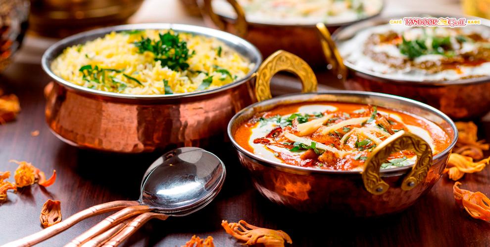 Меню кухни и напитки в индийском кафе Tandoor & Grill
