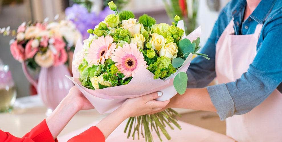 Композиции ибукеты, розы, ирисы, альстромерии, орхидеи отдоставки Kaktus-Flo