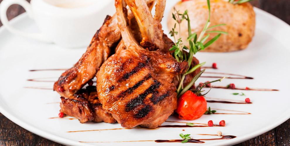 JorDi Cafe: свиные ребрышки, куриные крылышки, рыба, салаты и другие блюда